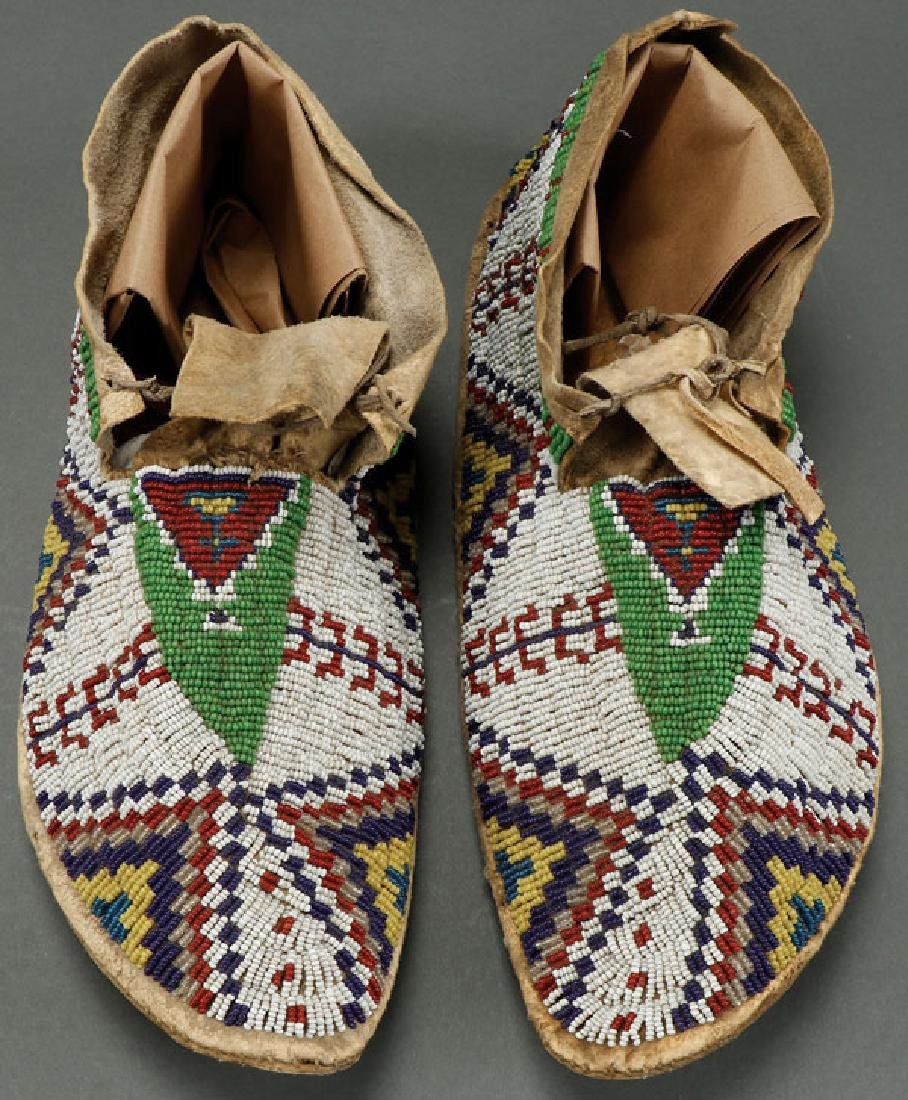 PAIR OF SIOUX BEADED MENS MOCCASINS, CIRCA 1900