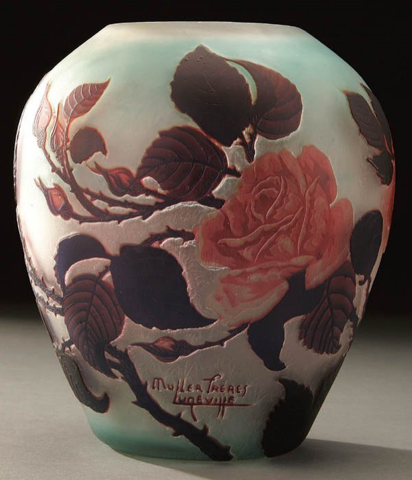 687: A MULLER FRERES FRENCH CAMEO GLASS VASE early 20t