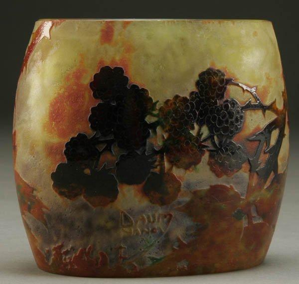 692: A FINE DAUM NANCY FRENCH CAMEO GLASS VASE circa 1