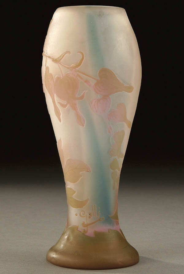695: A GOOD GALLE FRENCH CAMEO GLASS VASE circa 1904;