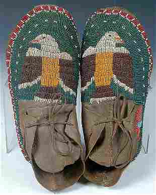 A PAIR OF MENS PLAINS BEADED MOCCASINS, early 20t