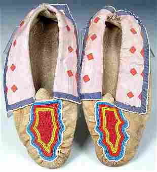 A PAIR OF RARE LADIES OSAGE BEADED MOCCASINS, mid
