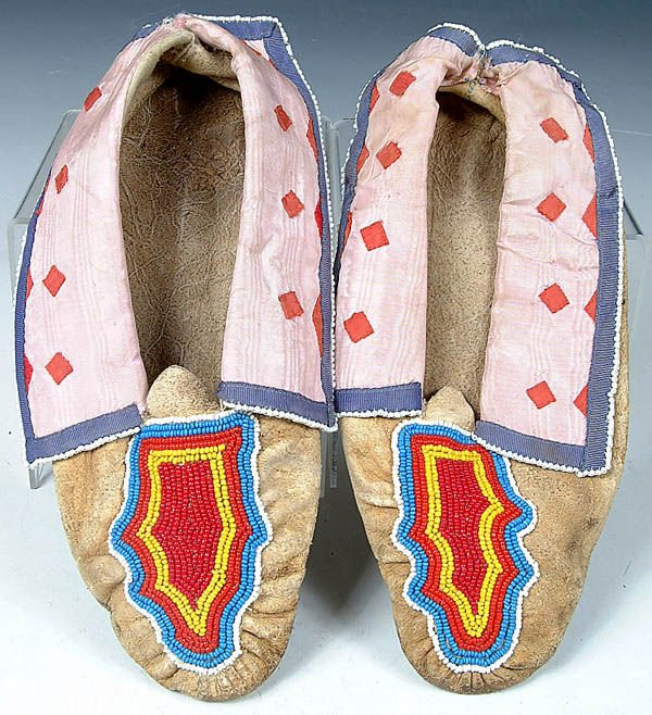 4: A PAIR OF RARE LADIES OSAGE BEADED MOCCASINS, mid