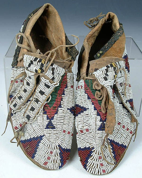 5: A GOOD PAIR OF MENS SIOUX BEADED MOCCASINS, c.190