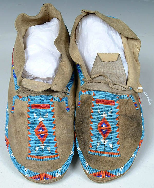 8: A PAIR OF LADIES CHEYENNE BEADED MOCCASINS c.1950