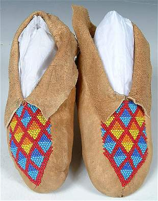 A PAIR OF LADIES CENTRAL PLAINS BEADED MOCCASINS
