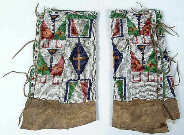 16: A PAIR OF CHILDRENS SIOUX BEADED LEGGINGS C.1890.