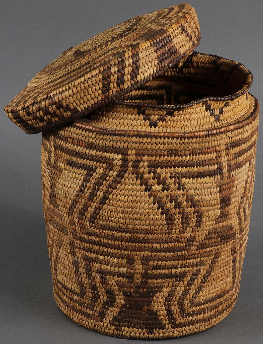 A GROUP OF THREE SOUTHWEST STYLE BASKETS - 3