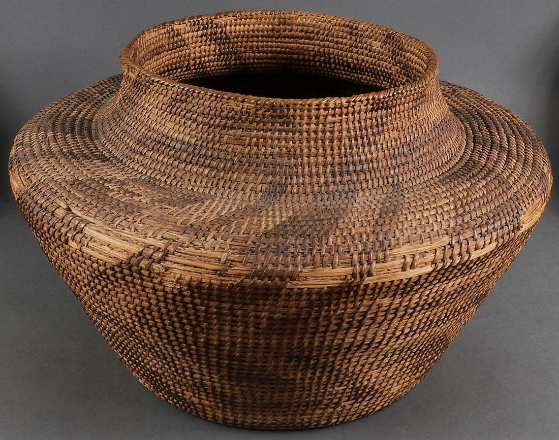 A GROUP OF THREE SOUTHWEST STYLE BASKETS - 4