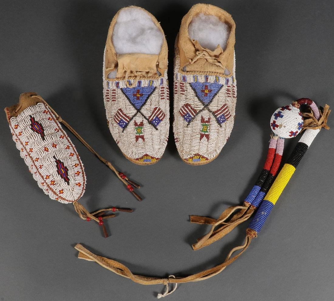 A GROUP OF 3 SIOUX OR SIOUX STYLE BEADED ITEMS