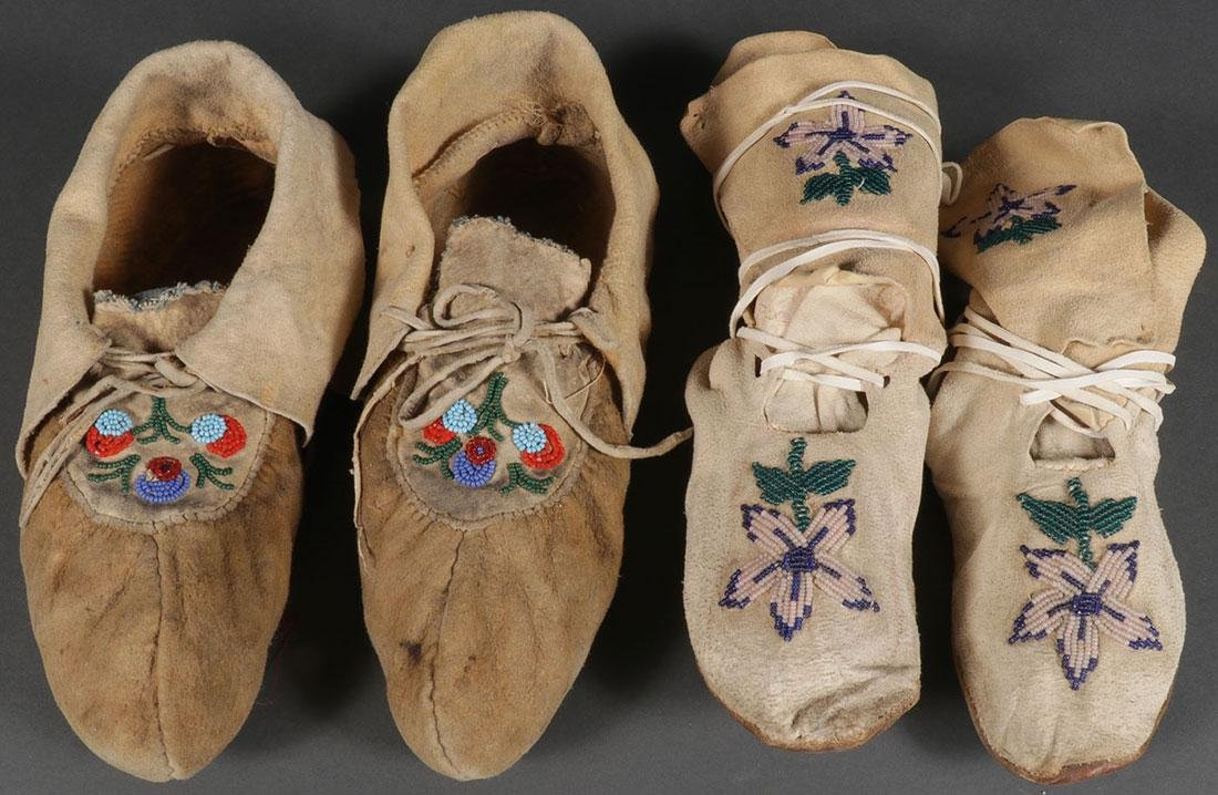 A PAIR OF NATIVE AMERICAN BEADED HIDE MOCCASINS