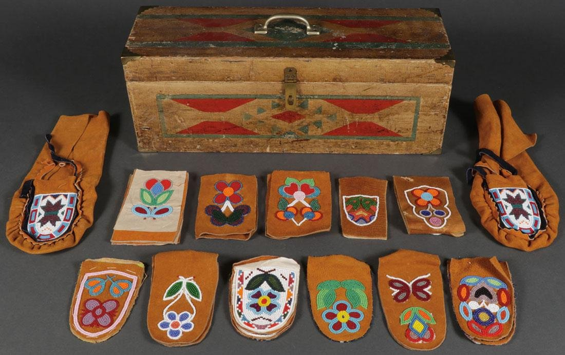 A GROUP OF NATIVE AMERICAN RELATED ITEMS, 20TH C.