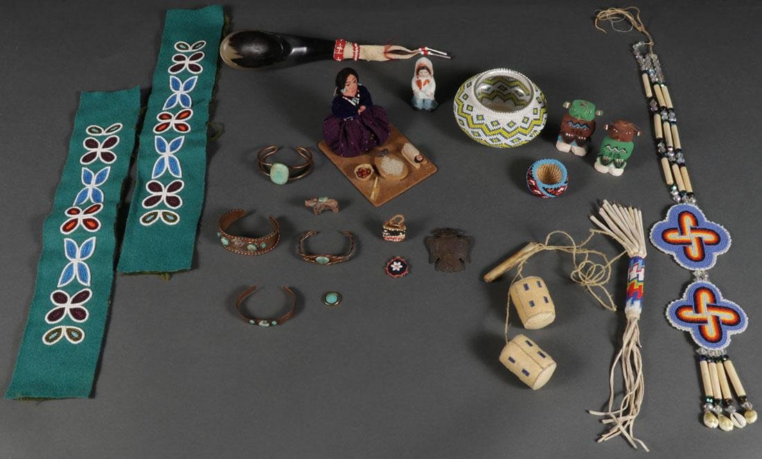 A GROUP OF NATIVE AMERICAN RELATED ITEMS, 20TH C. - 2