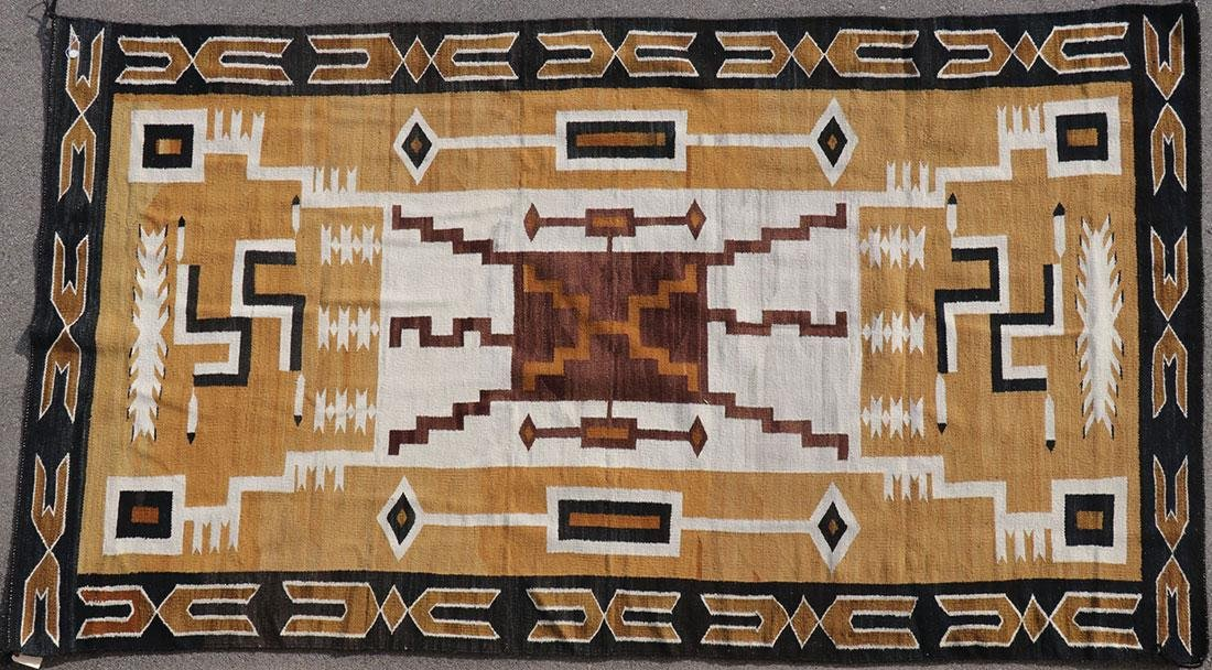 A LARGE NAVAJO RUG, 2ND HALF OF 20TH CENTURY