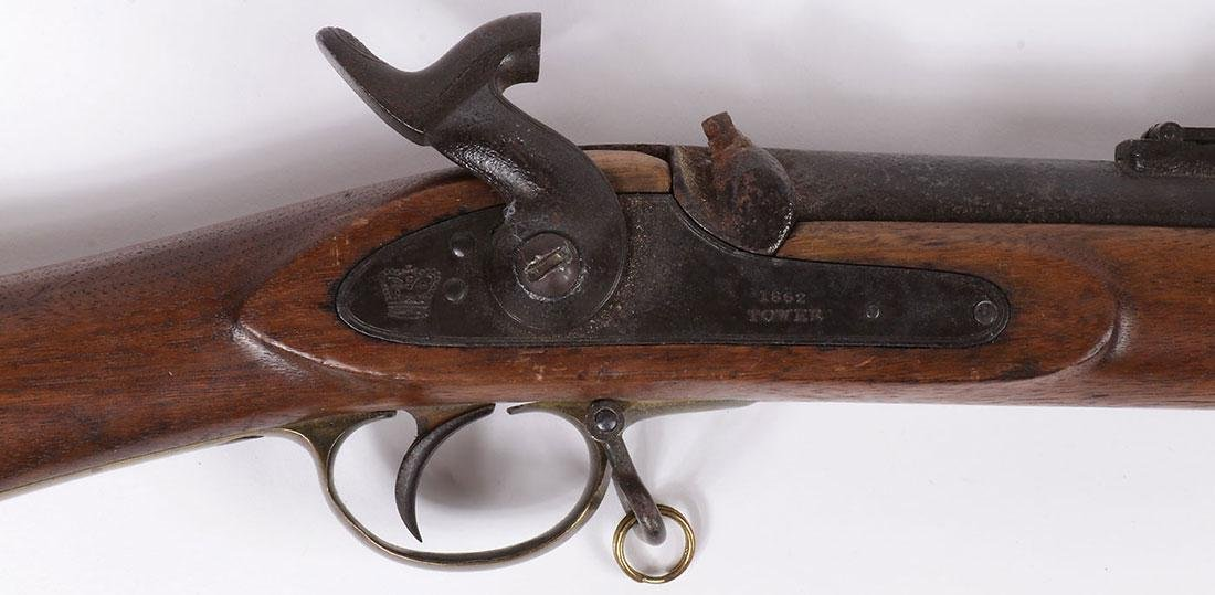 A BRITISH PERCUSSION 1862 TOWER MUSKET - 3