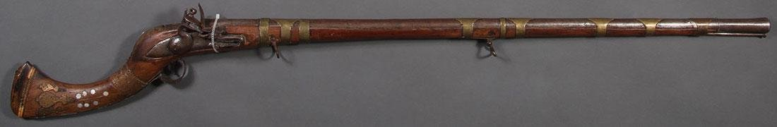 A FLINTLOCK PERSIAN STYLE CAMEL GUN MUSKET