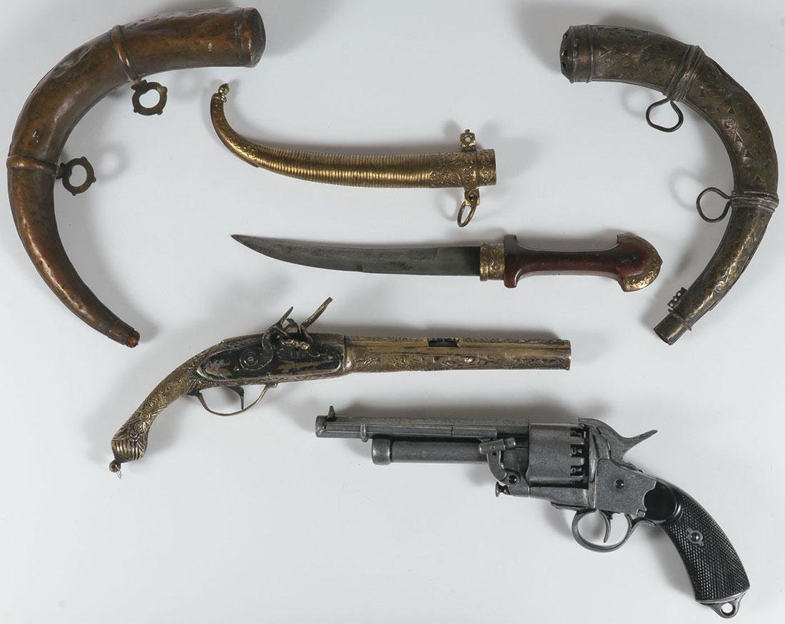 TWO FAUX PISTOLS, A DAGGER, AND TWO POWDER HORNS