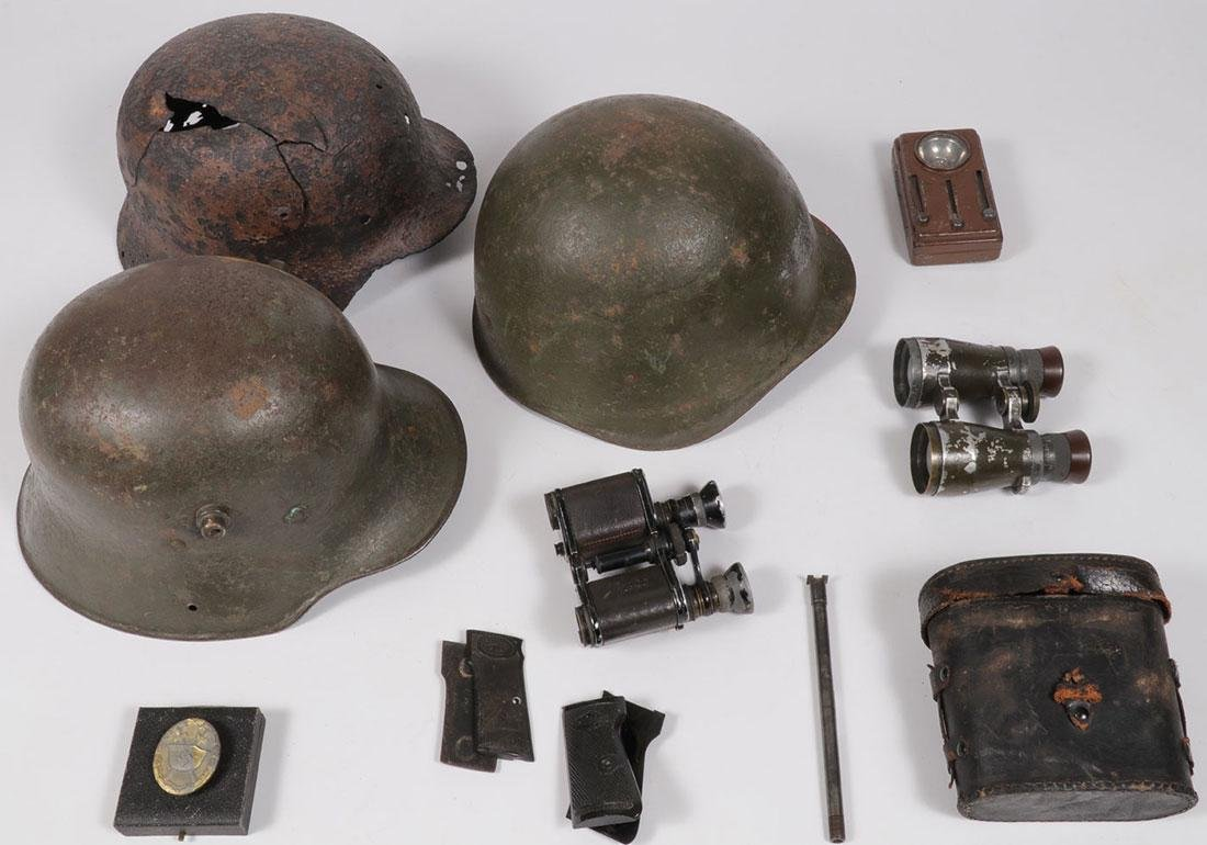 A GROUP OF SEVEN WWI/WWII ITEMS