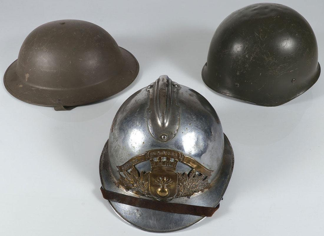 A GROUP OF FIFTEEN MILITARY ITEMS - 3