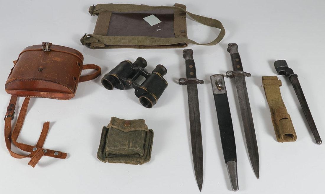 A GROUP OF FIFTEEN MILITARY ITEMS - 4