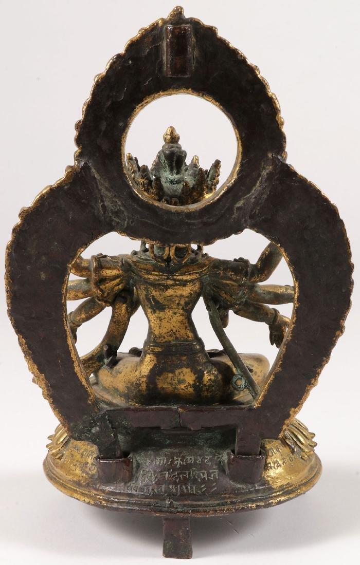 A FINE GILT BRONZE FIGURE OF A BUDDHIST DEITY - 4