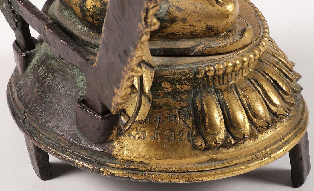 A FINE GILT BRONZE FIGURE OF A BUDDHIST DEITY - 7