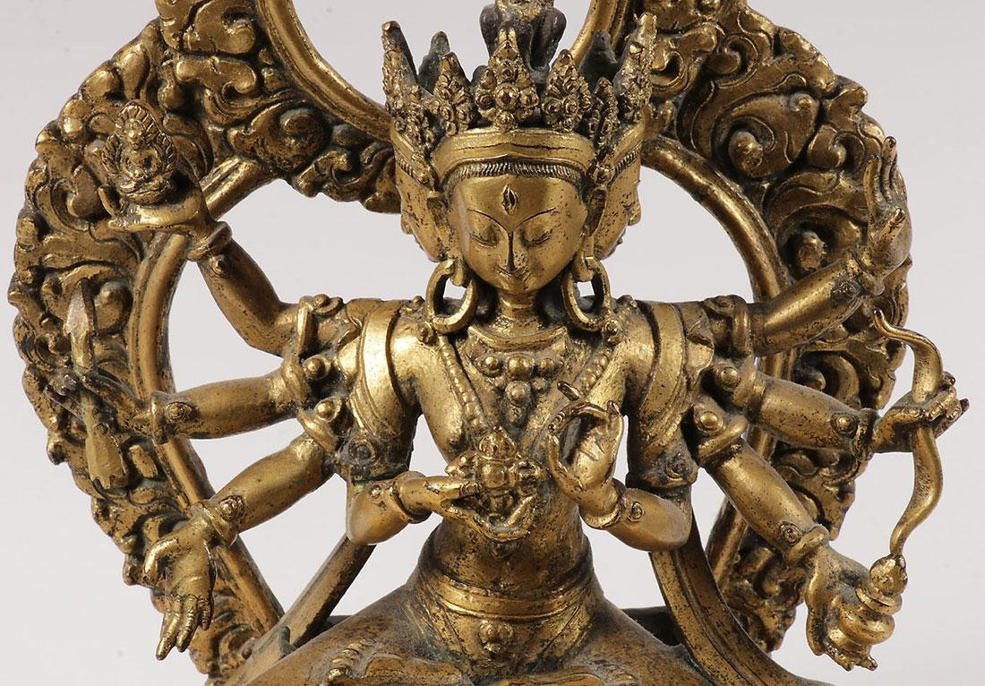 A FINE GILT BRONZE FIGURE OF A BUDDHIST DEITY - 9