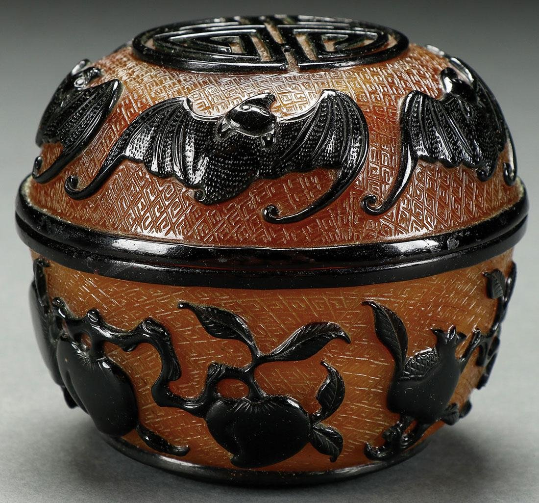 A VERY FINE CHINESE PEKING GLASS CARVED JAR