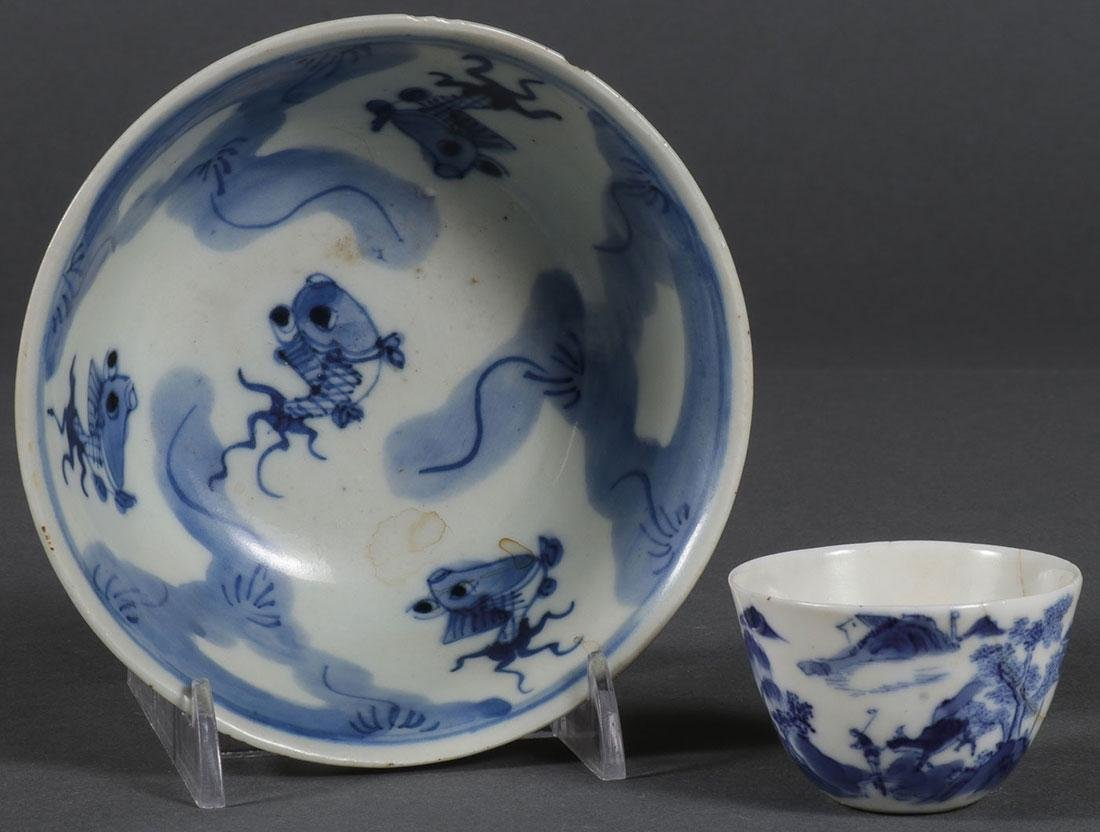 A PAIR OF CHINESE BLUE AND WHITE VESSELS