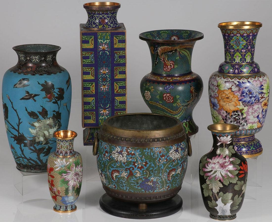 A SEVEN PIECE GROUP OF CHINESE CLOISONNÉ ENAMEL
