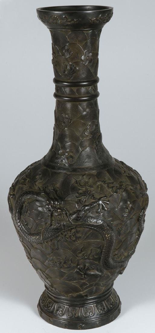 A LARGE AND IMPRESSIVE CHINESE BRONZE VASE