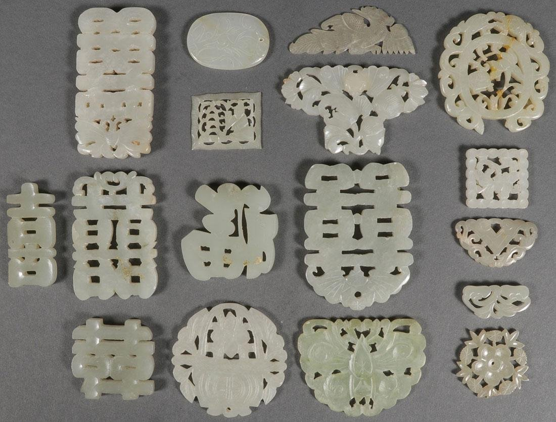 A GROUP OF SEVENTEEN CHINESE CARVED JADE PENDANTS