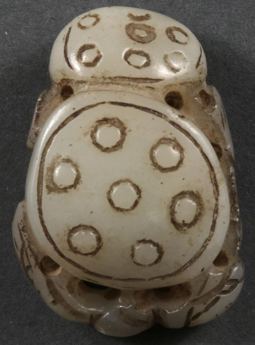 THIRTY CHINESE CARVED JADE PENDANTS AND ORNAMENTS - 4