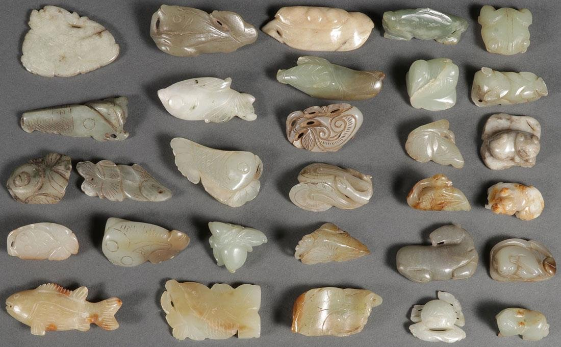 THIRTY CHINESE CARVED JADE PENDANTS AND ORNAMENTS