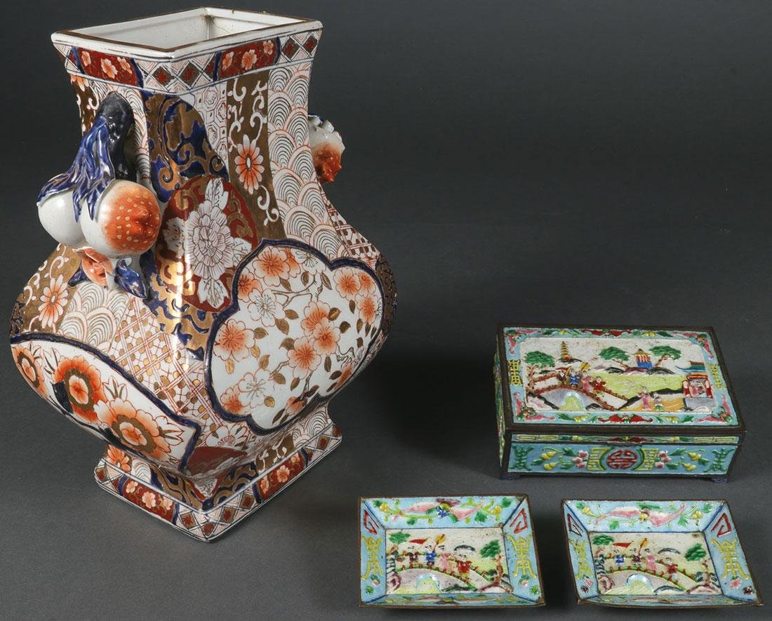A CHINESE IMARI PORCELAIN VASE AND ENAMELED BOX