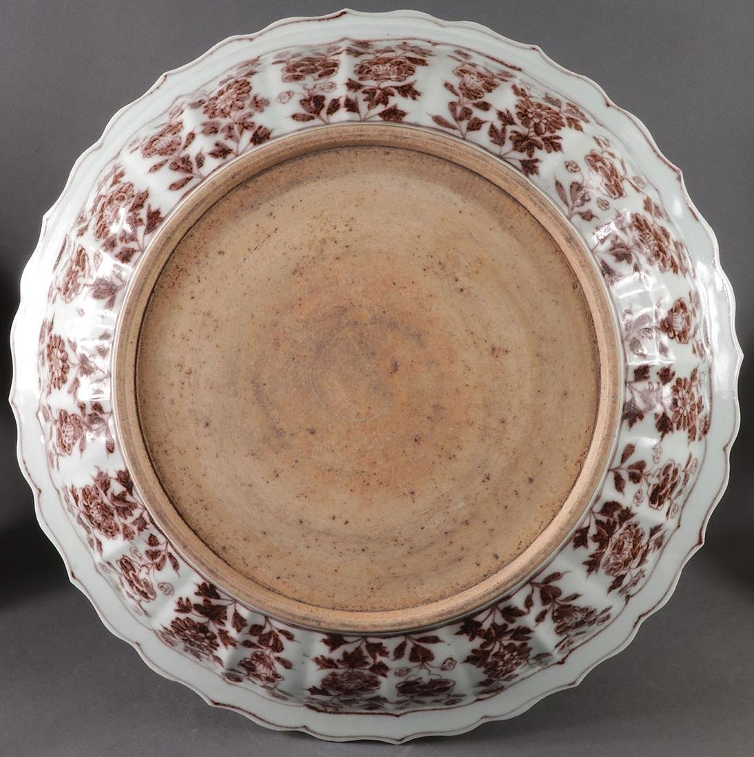 A LARGE CHINESE PORCELAIN CHARGER - 2