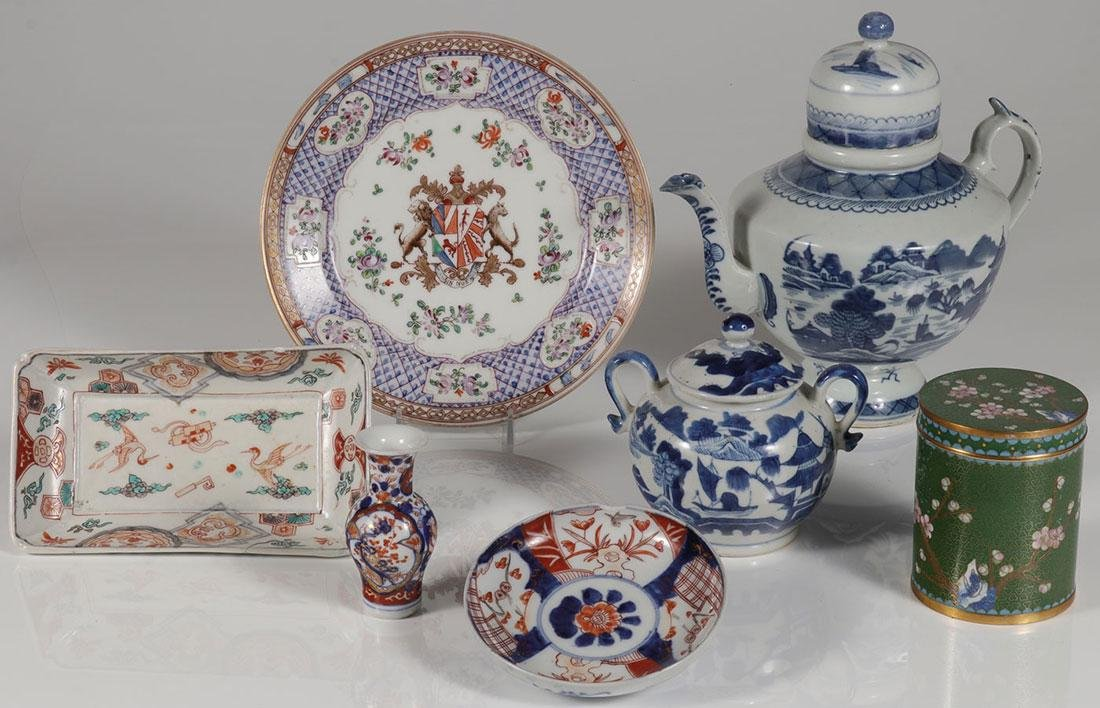 SIX CHINESE PORCELAIN DECORATED ITEMS