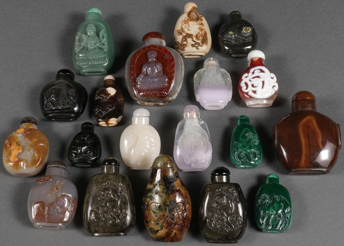 NINETEEN CHINESE CARVED SNUFF BOTTLES