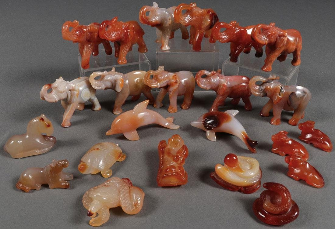 23 CHINESE CARVED AGATE ANIMAL FIGURES