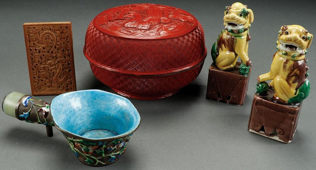 A FIVE PIECE GROUP OF CHINESE DECORATIVE ARTS