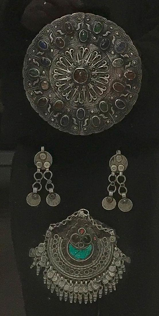 A PAIR OF FRAMED NORTH AFRICAN JEWELRY - 2