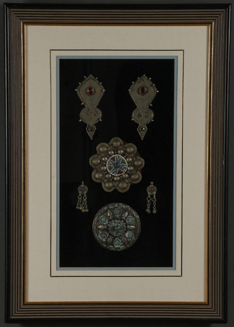 A PAIR OF FRAMED NORTH AFRICAN JEWELRY - 3