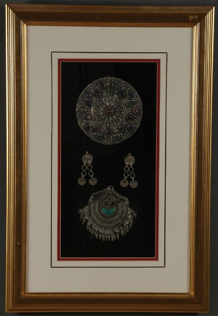 A PAIR OF FRAMED NORTH AFRICAN JEWELRY - 4