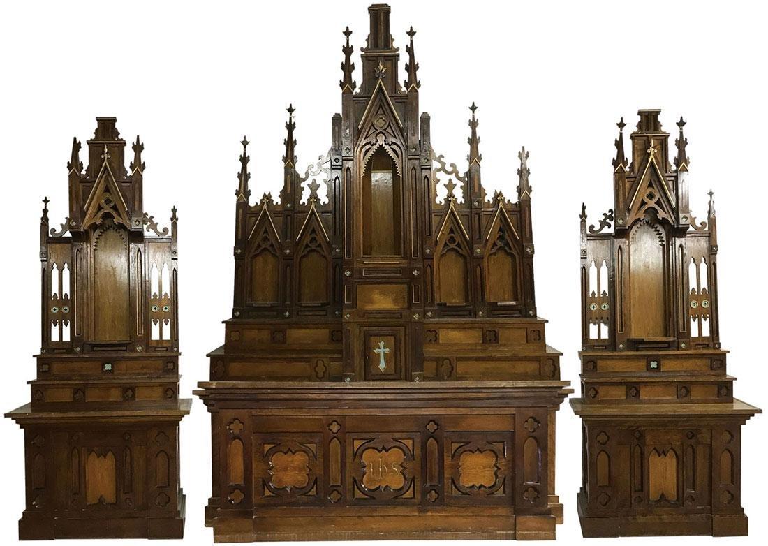 AN EXCEPTIONAL THREE PIECE GOTHIC ALTAR SET