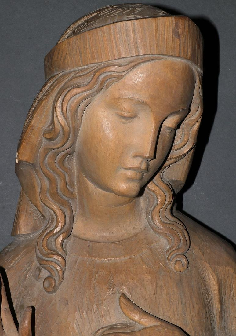 A CARVED WOOD FIGURE OF THE VIRGIN - 2