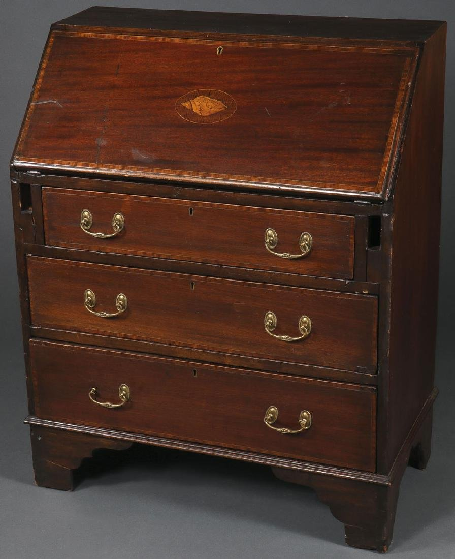 AN INLAID MAHOGANY HIPPLEWHITE STYLE DESK