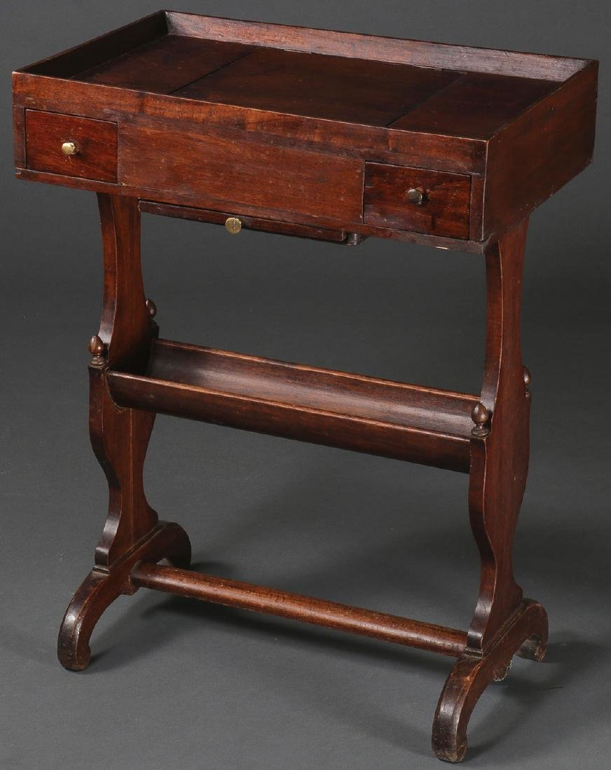 AN AMERICAN MAHOGANY LADIES DRESSING STAND
