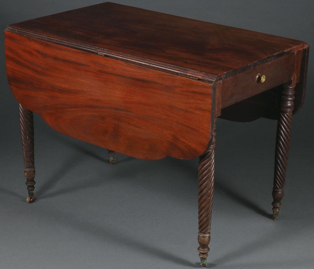 A FEDERAL MAHOGANY PEMBROKE TABLE