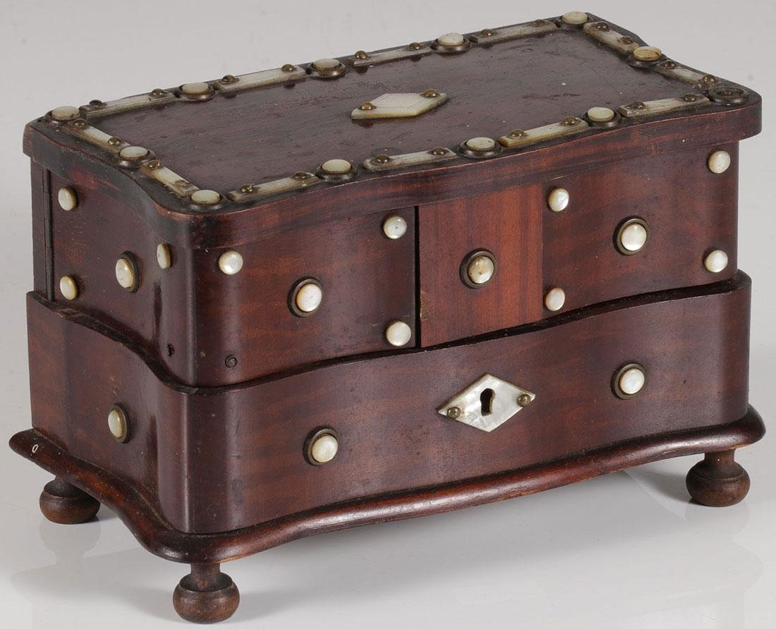 AN INTERESTING ROSEWOOD JEWELRY BOX, 19TH C.