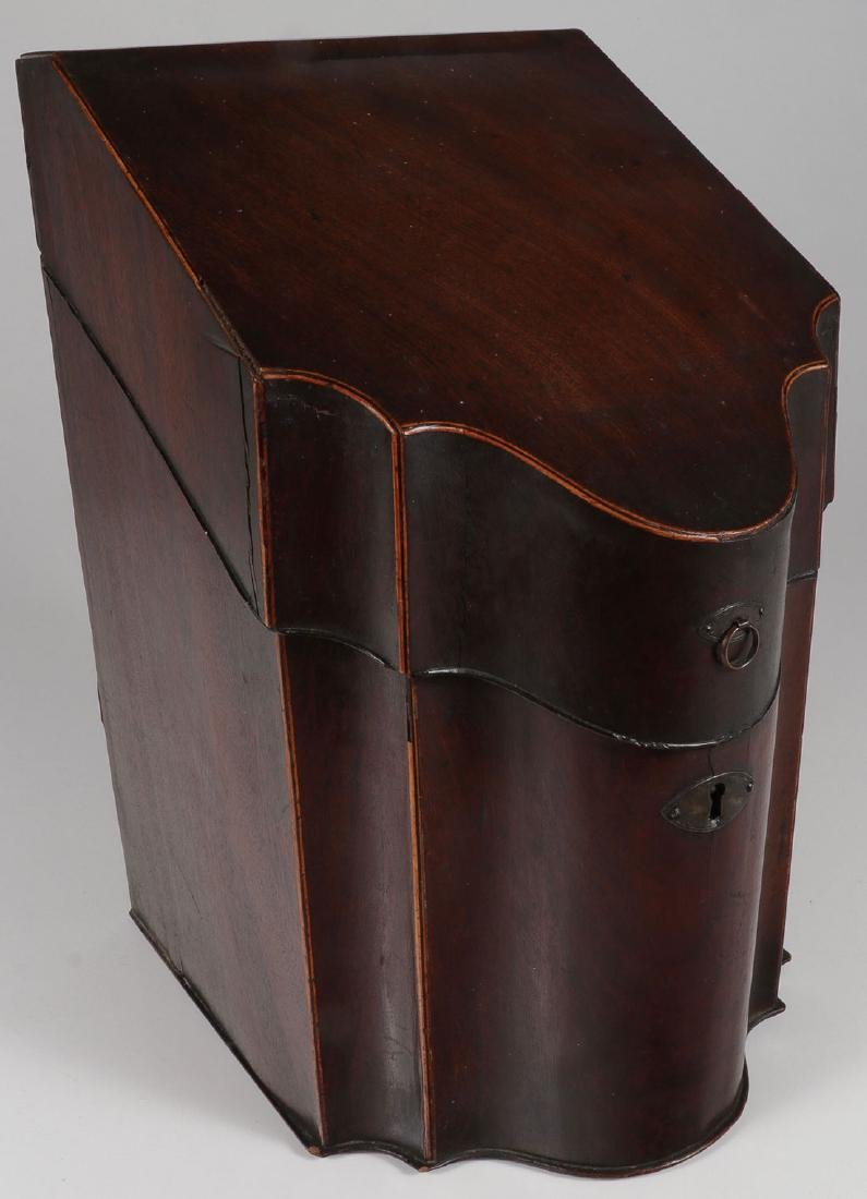 A GEORGIAN MAHOGANY KNIFE BOX